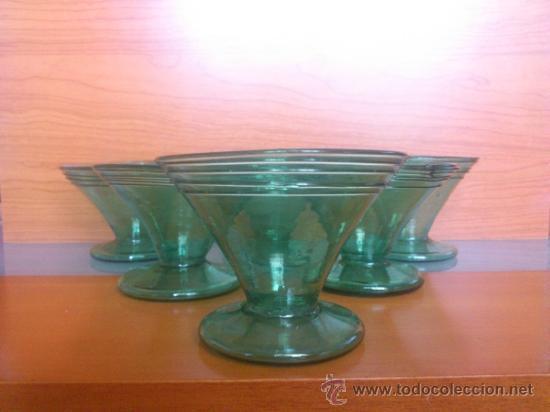 Antigüedades: Juego antiguo de ponchera y diez copas en cristal soplado Catalán verde - Foto 18 - 38645156