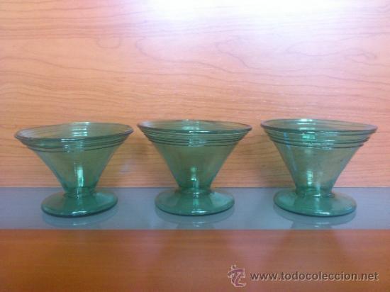 Antigüedades: Juego antiguo de ponchera y diez copas en cristal soplado Catalán verde - Foto 16 - 38645156