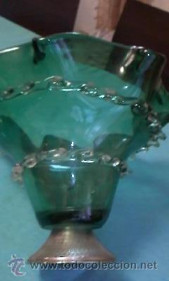 Antigüedades: Exquisito centro de mesa en cristal de murano verde botella con adornos de cristal transparente . - Foto 5 - 38668146