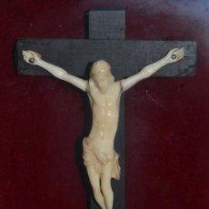 Antigüedades: PRECIOSO CRISTO CRUCIFICADO TALLADO EN MARFIL ENMARCADO,S. XIX. Lote 38703126