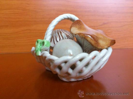 Antigüedades: Cesta con setas en ceramica vidriada, hechas y pintadas a mano - Foto 3 - 38734326