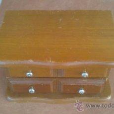 Antigüedades: JOYERO EN MADERA TIPO CLASICO CON ESPEJO. Lote 38789623