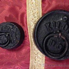 Antigüedades: PESAS DE HIERRO 2 KG Y 500FRAMOS ANTIGUAS. Lote 38778572