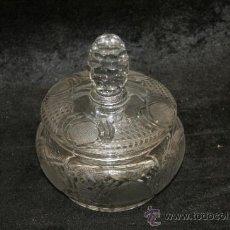 Antigüedades: BOMBONERA ANTIGUA EN CRISTAL TALLADO A LA MUELA, AÑOS 50. Lote 39018138