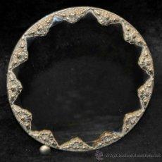 Antigüedades: PRECIOSO ESPEJO DE SOBREMESA EN PLATA REPUJADA Y ESPEJO BISELADO. CIRCA 1950. Lote 38862913
