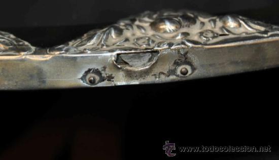 Antigüedades: PRECIOSO ESPEJO DE SOBREMESA EN PLATA REPUJADA Y ESPEJO BISELADO. CIRCA 1950 - Foto 4 - 38862913