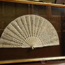 Antigüedades: ABANICO EN BLONDA CON ABANIQUERA. Lote 38810549