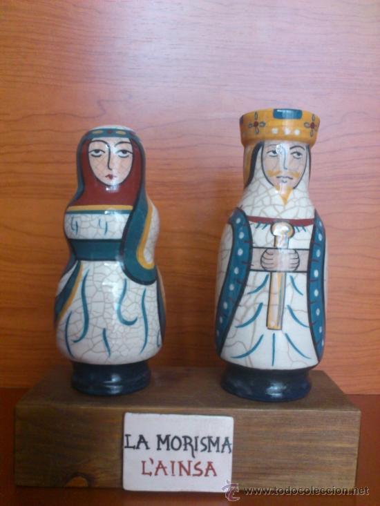 PAREJA DE REYES MEDIEVALES EN TERRACOTA DE ESMALTE VIDRIADO SOBRE PEANA DE MADERA ( LA MORISMA ) (Antigüedades - Porcelanas y Cerámicas - Azulejos)