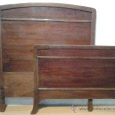 Antigüedades: CAMA MODERNISTA EN MADERA DE NOGAL, AÑOS 1920. Lote 39053675
