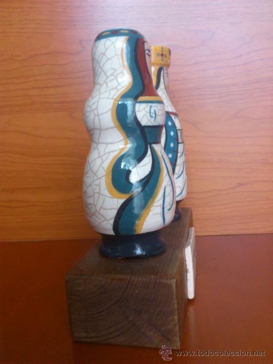Antigüedades: Pareja de reyes medievales en terracota de esmalte vidriado sobre peana de madera ( La Morisma ) - Foto 4 - 38813625