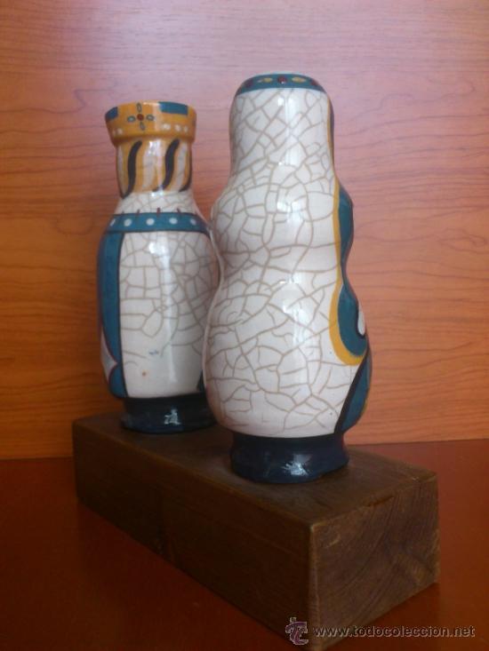 Antigüedades: Pareja de reyes medievales en terracota de esmalte vidriado sobre peana de madera ( La Morisma ) - Foto 5 - 38813625