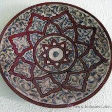 Antigüedades: GRAN PLATO/CENTRO DE MESA EN TERRACOTA ENGOBADO Y TECNICA CUERDA SECA. Lote 38838533
