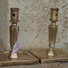 Antiques - Pareja de candelEROs. Bronce . s xVII. BASE CUADRADA. españa. - 38847806