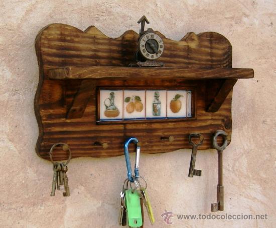 Cuelga llaves madera con balda rustico y azulej comprar muebles auxiliares antiguos en - Para colgar llaves ...