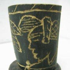 Antigüedades: ANTIGUO VASO CUERNA ASTA CUERNO GRABADO. Lote 38897139