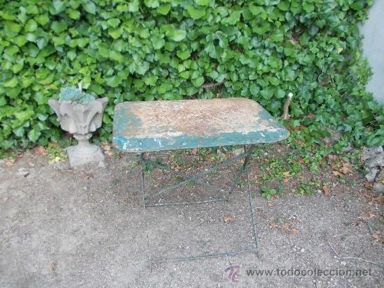 RESTAURADA. MESA METÁLICA. HIERRO FORJADO. (Antigüedades - Muebles Antiguos - Mesas Antiguas)