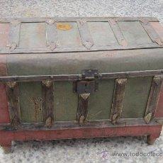 Antigüedades: BAUL ANTIGUO EN MADERA Y CHAPA. Lote 38917781