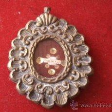 Antigüedades: ANTIGUO RELICARIO DE PARED CON TROZO DE TELA DE LA VIRGEN DEL ROCIO-METAL Y CRISTAL-ORIGINAL S. XIX. Lote 38968326