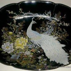 Antigüedades: MAGNIFICA BANDEJA JAPONESA CON DIBUJO DE PAVO REAL. Lote 38928425