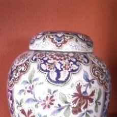 Antigüedades: PRECIOSO Y ANTIGUO JARRÓN CON TAPA.PINTADO TOTALMENTE A MANO . CLAMECY FIRMA C.R. SIGLO XIX.. Lote 38932091