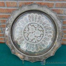Antigüedades: PLATO DE ALPACA Y CRISTAL CON TELA DE ENCAJE. Lote 38942326