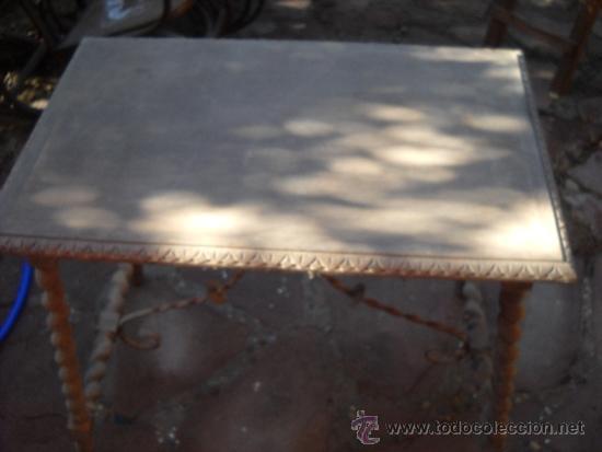 MESA CON PATAS SALOMONICAS POR RESTAURAR. 85X55X74 CM (Antigüedades - Muebles Antiguos - Mesas Antiguas)