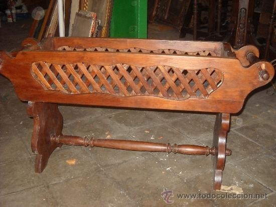 Antigüedades: Revistero de madera maciza. 105x53x37 cm - Foto 2 - 38950048