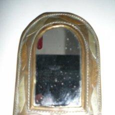 Antigüedades: PEQUEÑO ESPEJO CON METALES COBRE Y BRONCE . Lote 38950894