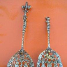 Antigüedades: CUBIERTOS DE SERVICIO. PROFUSAMENTE DECORADOS. S: XIX. BRONCE BAÑADO EN PLATA.. Lote 38969842