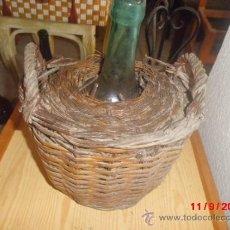 Antigüedades: GARRAFA ANTIGUA O DAMAJUANA FORRADA DE MIMBRE. Lote 38976741