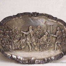 Antigüedades: BANDEJA DE COLGAR. RELIEVE DE METAL PLATEADO SOBRE LA ÚLTIMA CENA DE RUBENS.. Lote 38980012