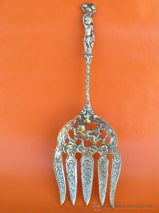 Antigüedades: CUBIERTOS DE SERVICIO. Profusamente decorados. S: XIX. Bronce bañado en plata. - Foto 10 - 38969842