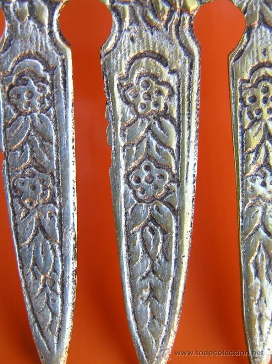 Antigüedades: CUBIERTOS DE SERVICIO. Profusamente decorados. S: XIX. Bronce bañado en plata. - Foto 12 - 38969842