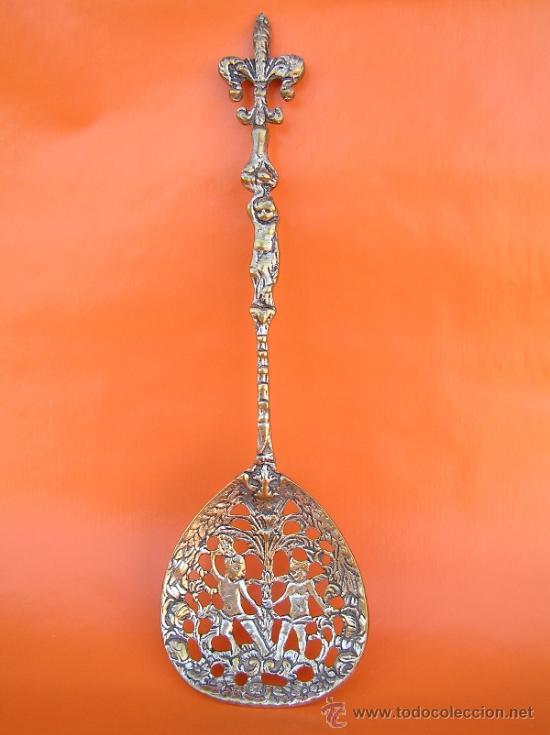 Antigüedades: CUBIERTOS DE SERVICIO. Profusamente decorados. S: XIX. Bronce bañado en plata. - Foto 2 - 38969842