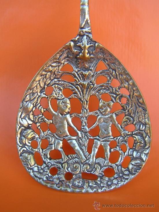 Antigüedades: CUBIERTOS DE SERVICIO. Profusamente decorados. S: XIX. Bronce bañado en plata. - Foto 3 - 38969842