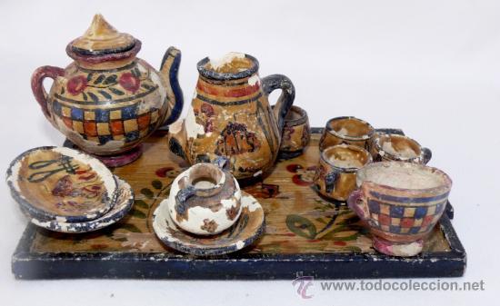 JUEGO MUY ANTIGUO JUEGO CAFE Y BANDEJA MADERA EN BARRO CERAMICA MANISES MINIATURA PINTADO A MANO (Antigüedades - Porcelanas y Cerámicas - Manises)