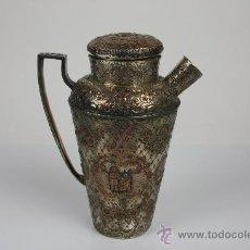 Antigüedades: TETERA INGLESA EN METAL PLATEADO Y CINCELADO CON MARCAS EN LA BASE PRINC S XX. . Lote 43801259
