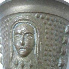 Antigüedades: PEQUEÑO MORTERO ALMIREZ CON CARAS Y CRESTAS 6 CM. Lote 39062132