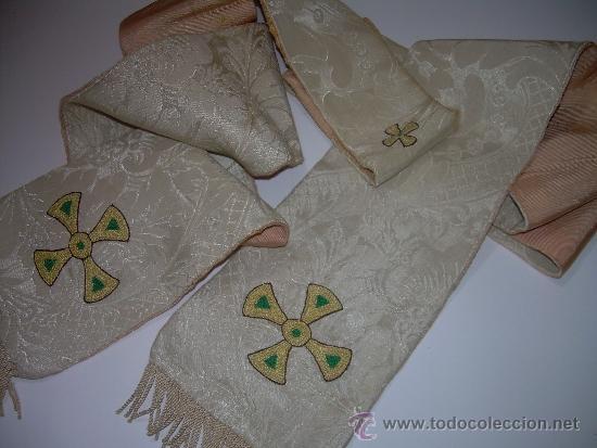 ANTIGUA ESTOLA DE TELA BORDADA. (Antigüedades - Religiosas - Ornamentos Antiguos)