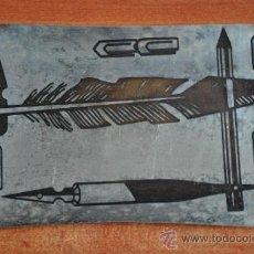 Antigüedades: ANTIGUA Y PEQUEÑA BANDEJA WMF IKORA CON DIBUJOS ESCRITORIO PLUMAS. Lote 39077659