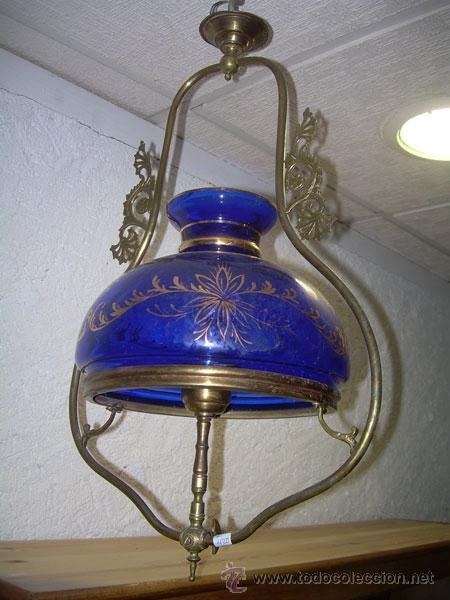 ANTIGUA LÁMPARA DE GAS ELECTRIFICADA DE BRONCE CON GLOBO AZUL DECORADO CON DORADOS (Antigüedades - Iluminación - Lámparas Antiguas)