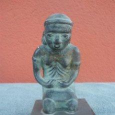 Antigüedades: FIGURA CERÁMICA DE PERSONAJE SENTADO SOBRE SUS RODILLAS. . Lote 39107937