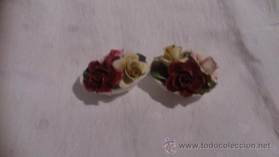 LOTE DE 2 PEQUEÑAS CESTAS DE FLORES (Antigüedades - Porcelanas y Cerámicas - Azulejos)