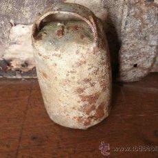 Antigüedades: ANTIGUO CENCERRO DE BRONCE CON BADAJO Y MINIMO 100 AÑOS DE ANTIGUEDAD . Lote 39131582