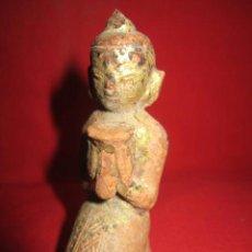 Antigüedades: PRECIOSA FIGURA DE BUDA DE TERRACOTA DORADA. . Lote 39171738