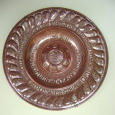 Antigüedades: EXTRAORDINARIO PLATO DE REFLEJO METALICO. MANISES.FABRICA LA CERAMO.50 CTMS DE DIAMETRO. Lote 39178491