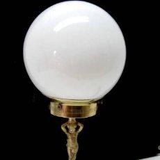 Antigüedades: ANTIGUA LAMPARA DE MESA CON FIGURA DE NIÑO Y TULIPA GLOBO. Lote 39208526