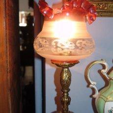 Antigüedades: PAREJA DE LAMPARITAS ANTIGUAS DE BRONCE Y CRISTAL. Lote 39215871