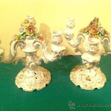 Antigüedades: DOS CANDELABROS DE PORCELANA ANTIGUOS. Lote 39256831