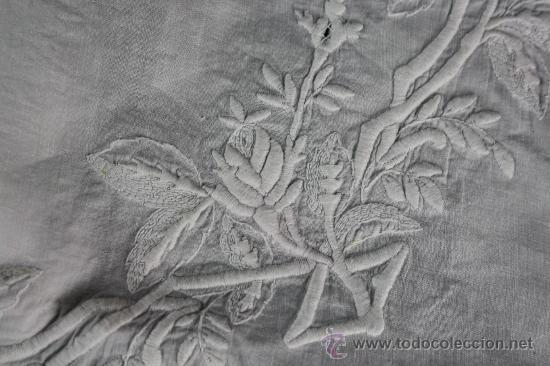 Antiquitäten: ESPECTACULAR EMBOZO DE CAMA EN FINÍSIMO ALGODÓN PROFUSAMENTE BORDADO A MANO FINALES S. XIX - Foto 3 - 39277006